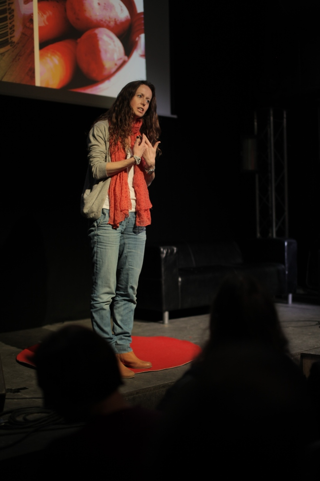 Foredrag på TEDx. Foto: Gunnar Haarr.