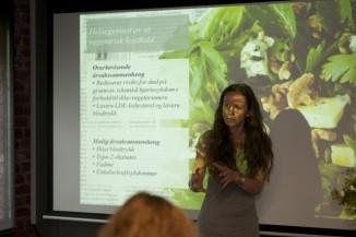Forteler om helsegevinsten av vegetarkost. Foto: Sindre Lundvold.