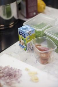 Erter og soyafløte til ertesuppen. Foto: Sindre Lundvold.