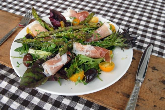Delikatessesalat med asparges. Foto: Lise von Krogh