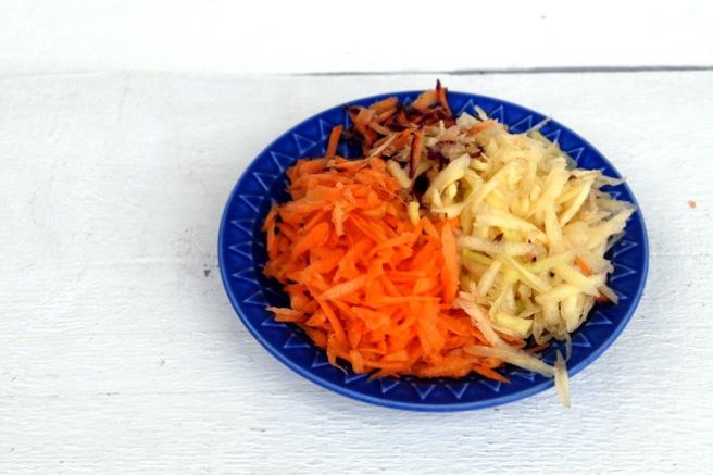 Revet gulrot (i tre farger) til middag: Foto: Lise von Krogh
