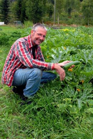 Piet Vijverberg har ansvaret for de økologiske grønnnsakene i Hurdal Økolandsby. Foto: Lise von Krogh
