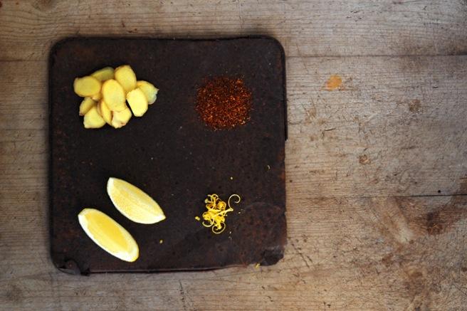 Vinterte lages av fersk ingefær, rooibos-te og sitronjuice og -skall. Foto: Lise von Krogh