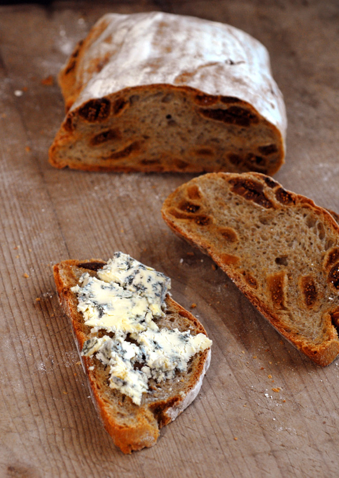 Spis brødet med deilig blåmuggost. Foto: Lise von Krogh.