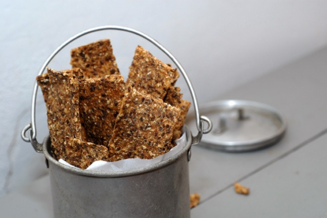 Deilige knekkebrød av fire ingredienser. Foto: Lise von Krogh.