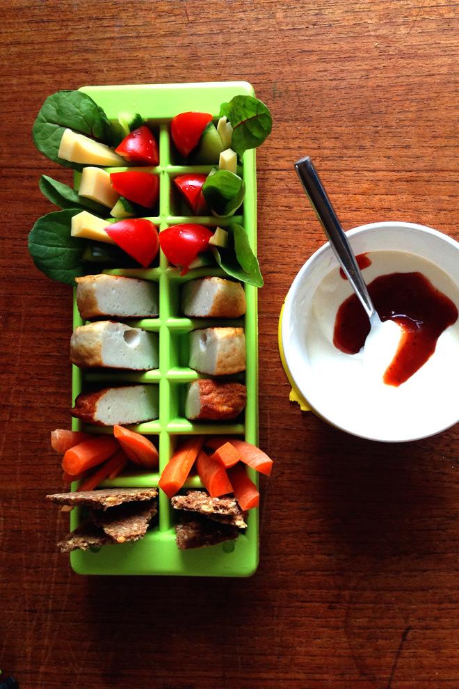 Middag servert i isbitbrett. Foto: Lise von Krogh.