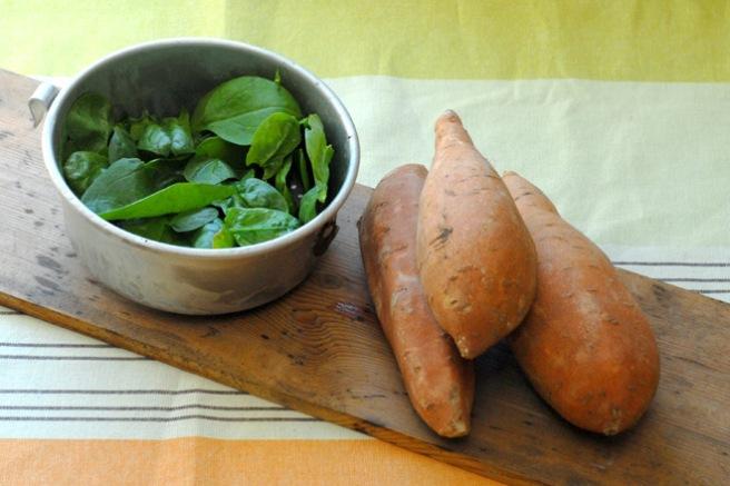 Spinat og søtpotet inneholder begge antioksidanter som er viktige for huden. Foto: Lise von Krogh.
