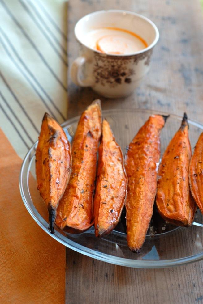 Bakte søtpotet med dressing kan også serveres som snacks. Foto: Lise von Krogh.