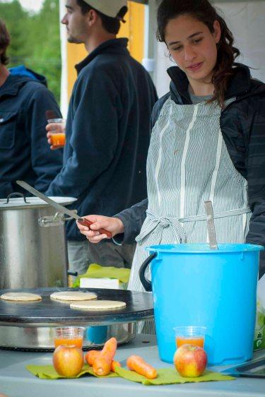 Speltlapper og gulrotjuice. Foto: Lise von Krogh.