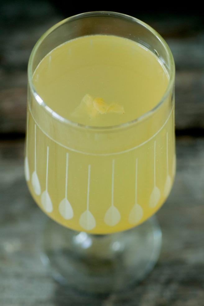 Et glass ferdigbrygget jun. Foto: Lise von Krogh.