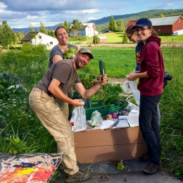 Glade grønnsakskjøpere. Foto: Lise von Krogh ©