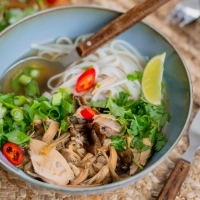 It's phở time! Vietnamesisk suppe med en tvist
